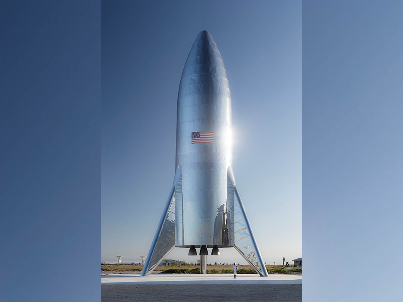 spacex-unveils-the-full-scale-version-of-the-new-starhopper
